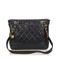 Lot 1072 - A Chanel matelassé lambskin leather tote shoulder bag