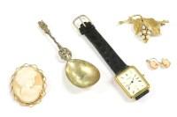 Lot 89 - A gentlemen's gold plated Raymond Weil Geneve quartz strap watch