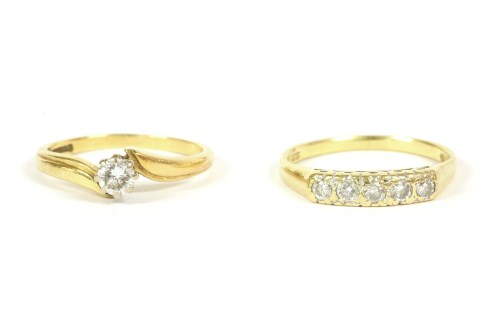Lot 30-An 18ct gold single stone diamond crossover ring
