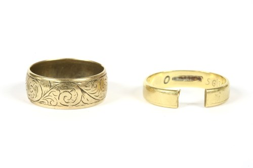 Lot 16-An 18ct gold wedding ring