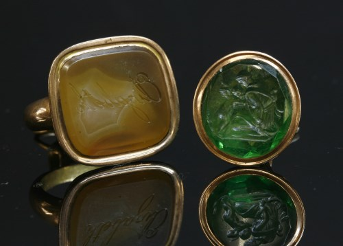 Lot 16-A Georgian gold seal with an agate tablet