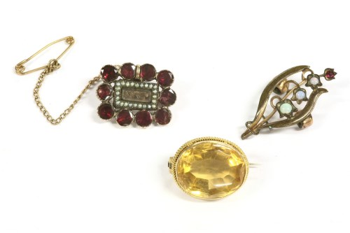 Lot 13-A gold single stone oval cut citrine brooch