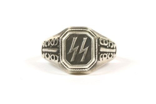 Lot 1-A gentlemen's silver signet ring