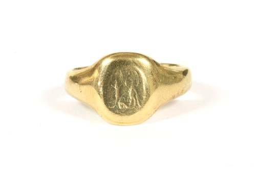 Lot 14-An 18ct gold gentlemen's signet ring