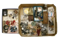 Lot 97 - A box of collectable items