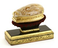 Lot 7-An 18th century unmarked gold-mounted snuff box
