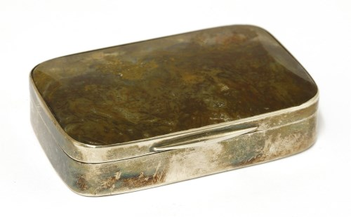 Lot 1-An unmarked snuff box