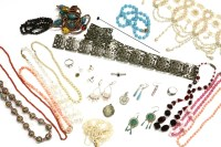 Lot 77-A collection of costume jewellery