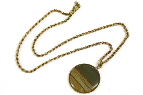 Lot 16-A 9ct gold circular scene agate pendant