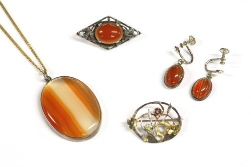 Lot 33-A silver banded agate pendant