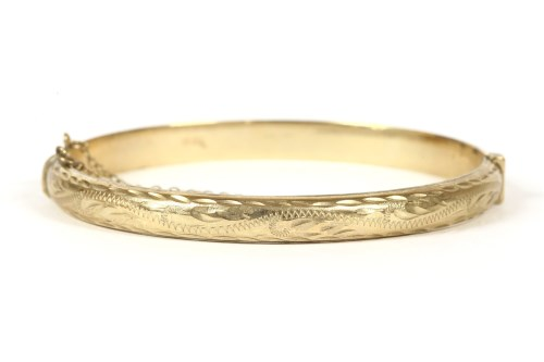Lot 19-A 9ct gold hollow hinged bangle