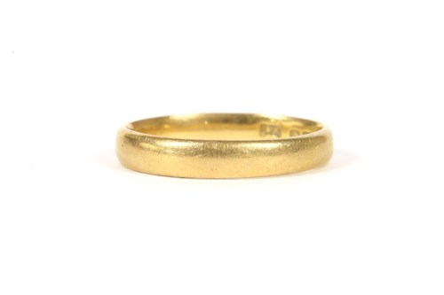 Lot 2-A 22ct gold wedding ring