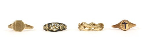 Lot 21-Four assorted rings