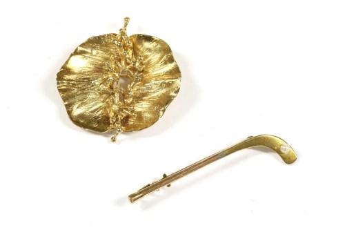 Lot 9-A 9ct gold poppy style flower head brooch