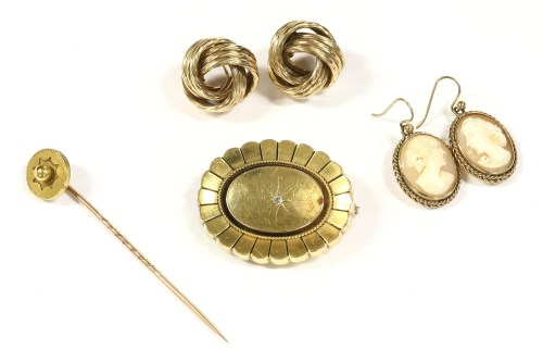 Lot 33-A collection of gold jewellery
