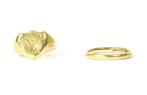 Lot 20-An 18ct gold wedding ring