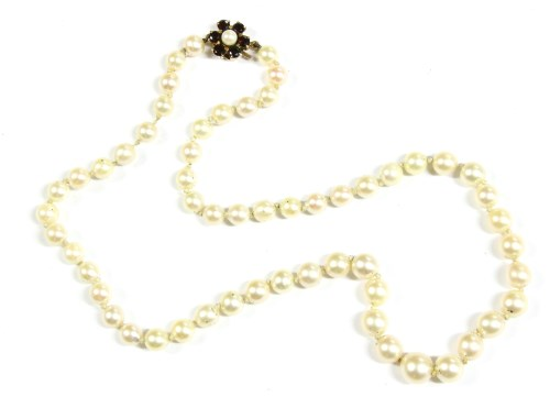 Lot 1-A single row graduated cultured pearl necklace