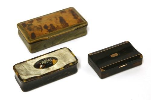 Lot 4-A late Georgian horn and tortoiseshell snuff box