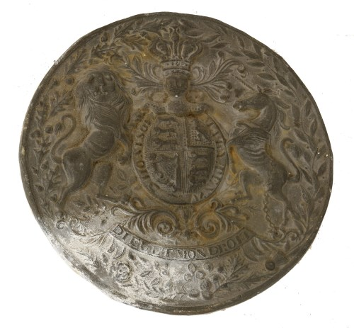 Lot 503-A cast lead UK coat of arms