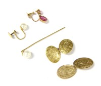 Lot 7-A single 9ct gold chain back cufflink