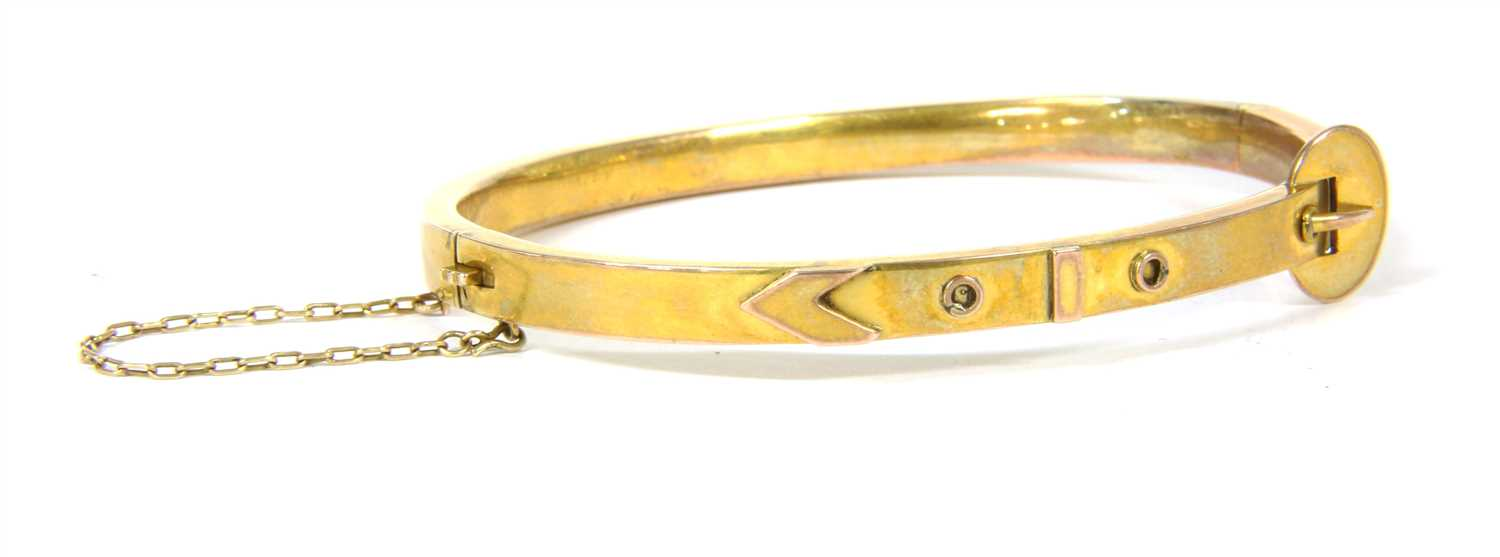 Lot 5-An Edwardian gold jarratiere style bangle
