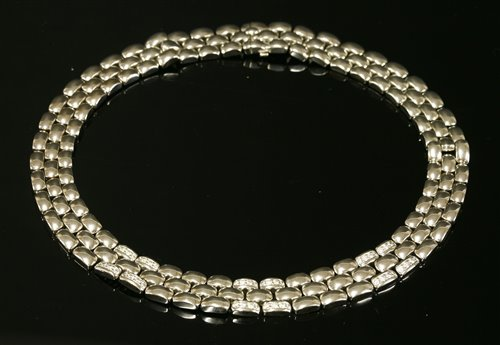 Lot 434 - An 18ct white gold diamond set necklace or collar