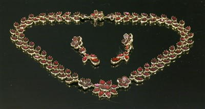 Lot 14-A Georgian cased gold flat cut foiled garnet necklace and earring suite