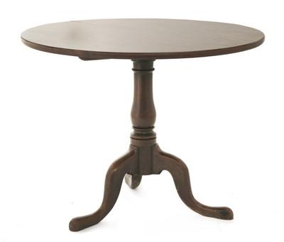 Lot 159 - An oak tripod table