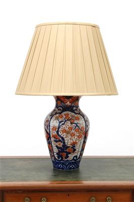 Lot 177 - An Imari vase table lamp