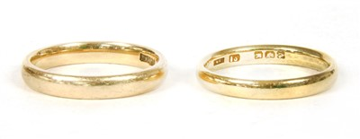 Lot 6-An 18ct gold wedding ring