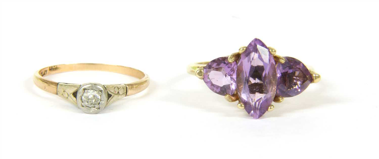 Lot 20-A single stone diamond ring