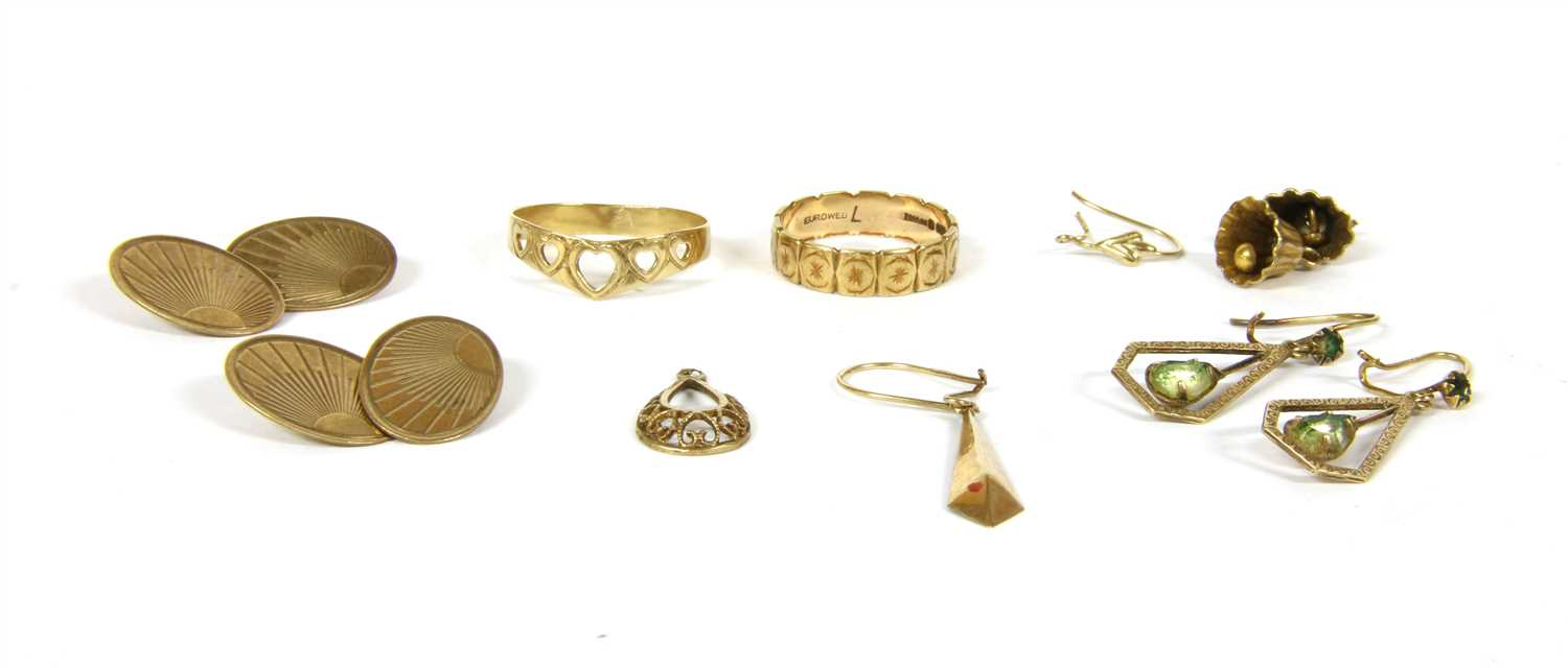 Lot 19-A pair of 9ct gold oval chain link cufflinks