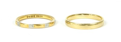 Lot 18-A 22ct gold and platinum wedding band