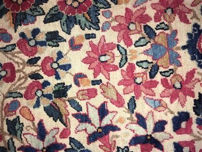 Lot 36 - A Kirman carpet
