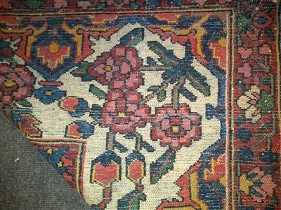 Lot 100 - A Bakhtiari Western Iranian carpet
