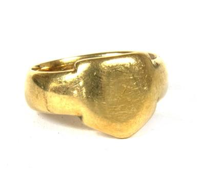 Lot 46-An 18ct gold gentlemen's signet ring