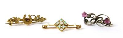Lot 9-An assortment of jewellery