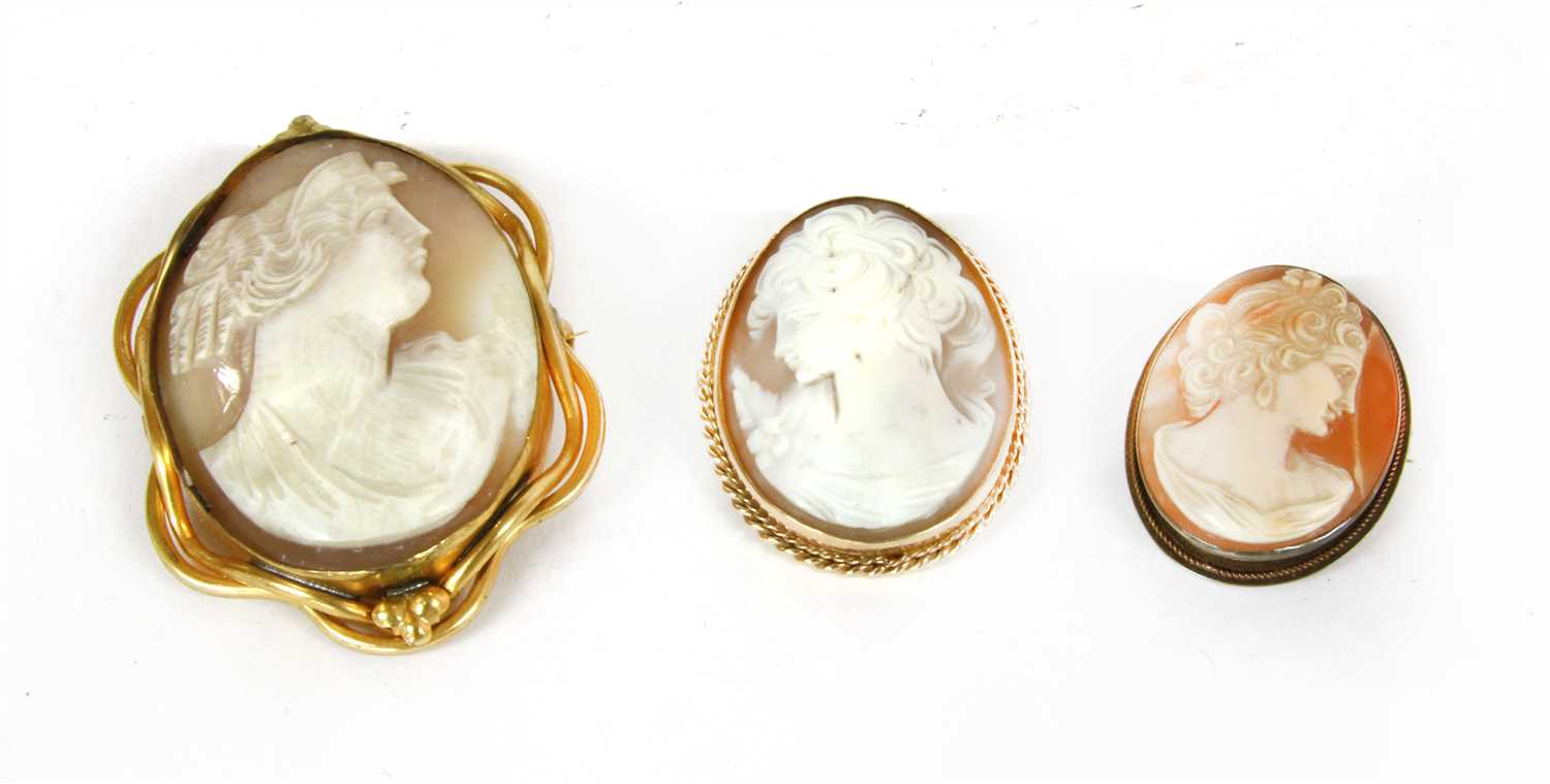 Lot 14-A 20th century 9 carat gold mounted cameo brooch