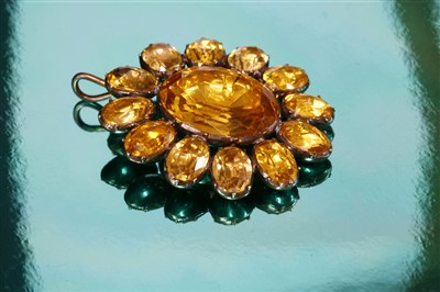 Lot 6-A Georgian gold and foil-backed paste cluster pendant