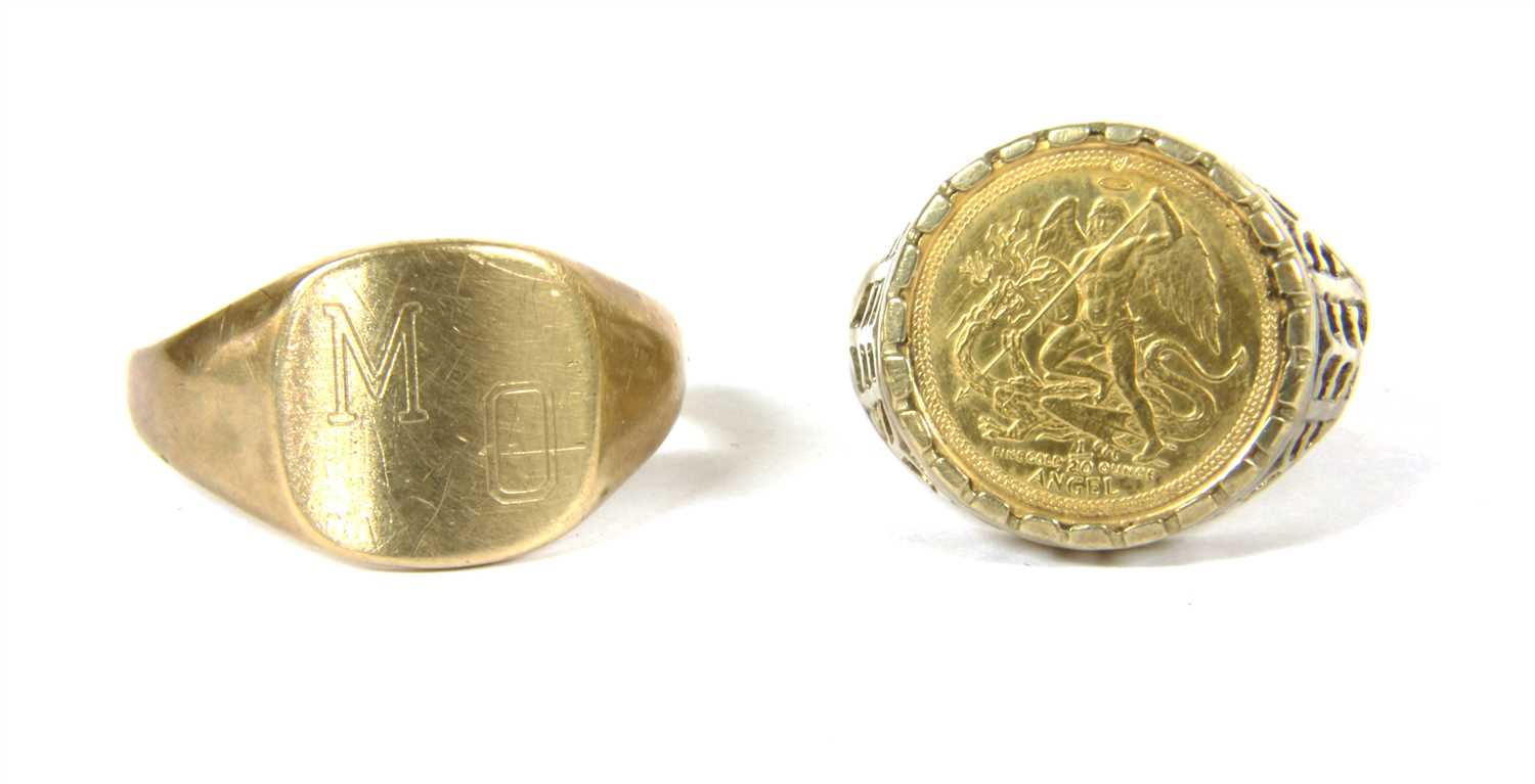 Lot 22-A 9ct gold signet ring