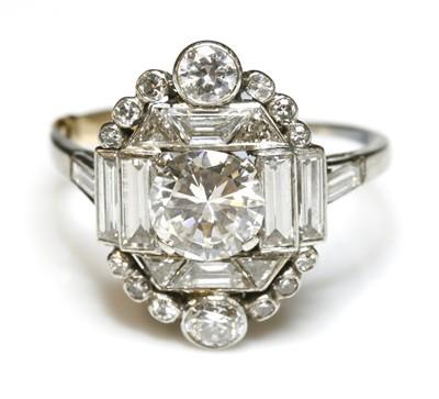 Lot 167 - An Art Deco diamond set plaque-style cluster ring