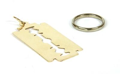 Lot 20-A 9ct gold razor blade pendant