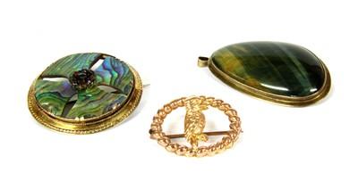 Lot 8-A gold hawkeye pendant/brooch