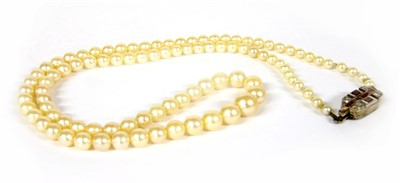 Lot 3-A single row graduated cultured pearl necklace