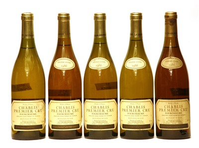 Lot 12-La Chablisienne, Chablis Premier Cru, Fourchaume, 1986, five bottles (one lacking date label)