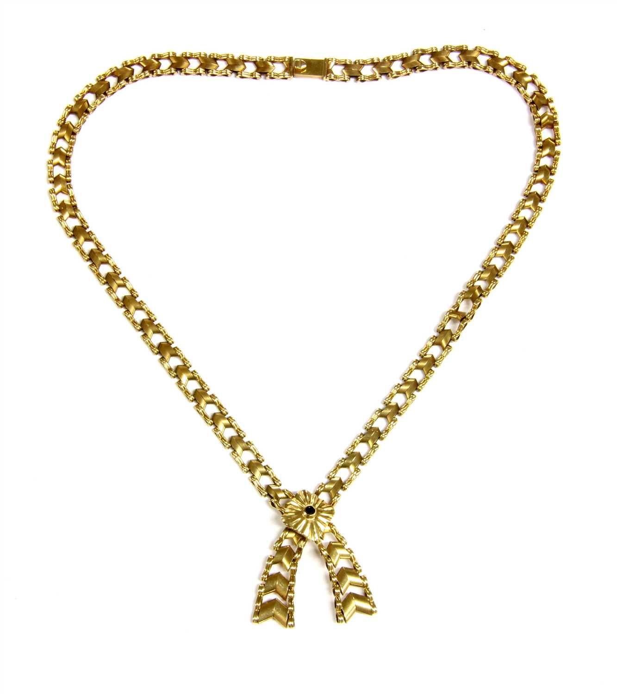 Lot 25-A graduated chevron link necklace