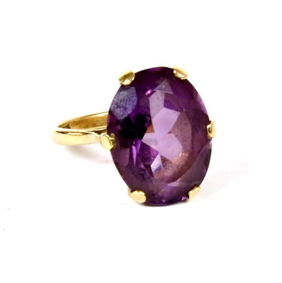Lot 10-A single stone amethyst ring