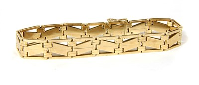 Lot 12-An Art Deco zig zag gate bracelet