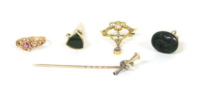 Lot 48-A gold and diamond hunting horn and horseshoe stick pin
