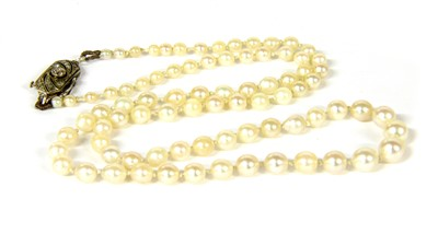 Lot 23-A single row graduated pearl necklace